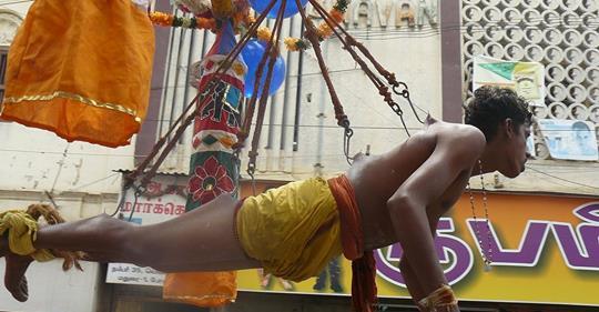 காவடிக்கு முள் குத்துவதற்கும் சுகாதார திணைக்களத்தின் அனுமதி பெறவேண்டுமாம்.. புதிய உத்தரவு.
