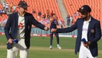 இந்தியா - இங்கிலாந்து 4 ஆவது டெஸ்ட்!! -முதலில் துடுப்பெடுத்தாடும் இங்கிலாந்து 74 ஓட்டங்களுக்கு 3 விக்கெட்டை இழந்தது-