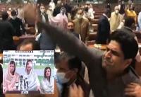 போர்களமாக மாறிய பாகிஸ்தான் பாராளுமன்றம்!! -பட்ஜெட் நகல்கள் கிழிப்பு: மோதலில் பெண் உறுப்பினர் காயம்-